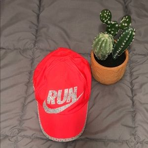 NWOT Nike featherlight Dri-Fit running hat